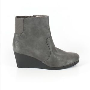 NWT Life Stride Wedge booties